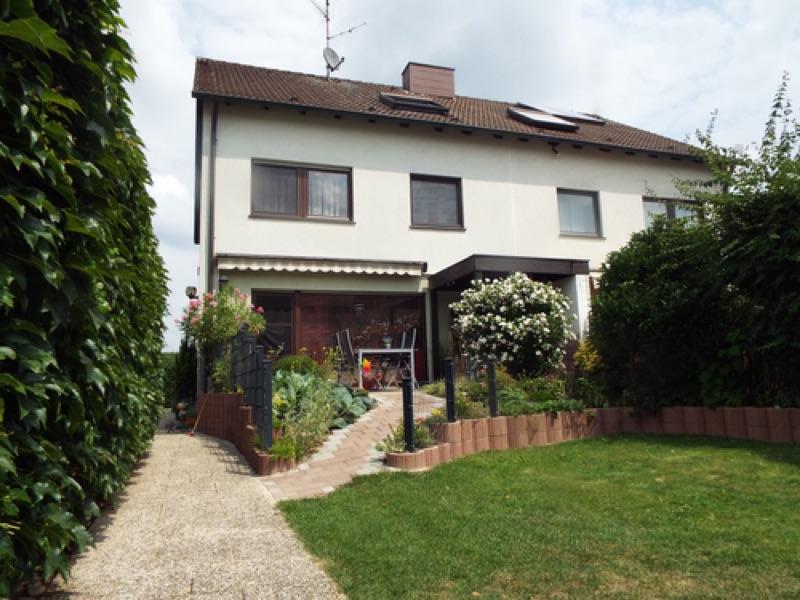 Gepflegte Doppelhaushälfte in Leinburg